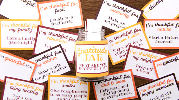 Filling Gratitude Jar with Notes